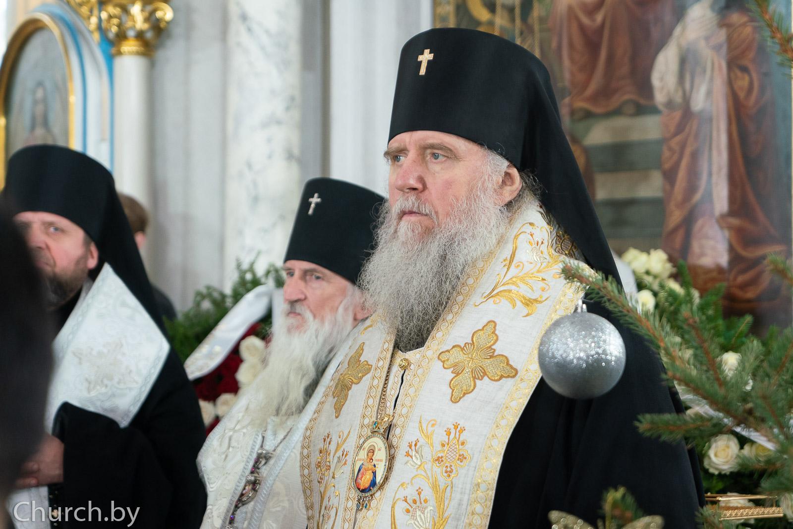 Ректор семинарии сослужил митрополиту Вениамину за Литургией и отпеванием новопреставленного митрополита Филарета