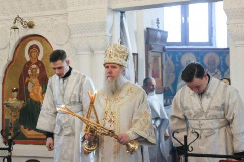 В Неделю 32-ю по Пятидесятнице ректор семинарии совершил Литургию в Свято-Покровском соборе города Витебска