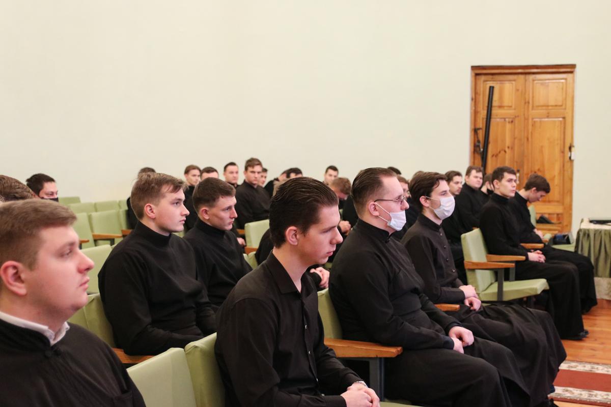 В актовом зале семинарии прошла встреча ректора со студентами
