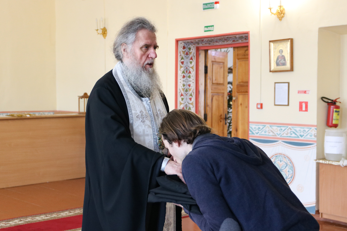 Студенты первого курса получили благословение ректора на ношение подрясника
