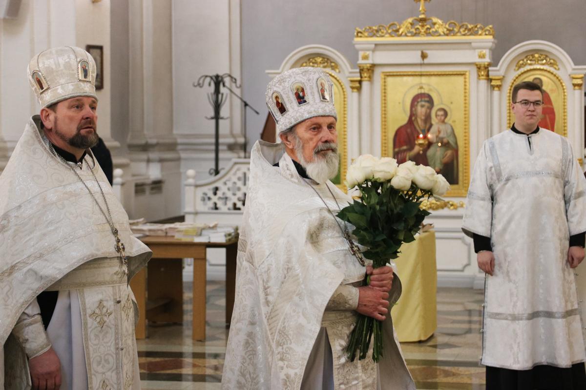 Семинаристы поздравили ректора духовной школы с Днем рождения