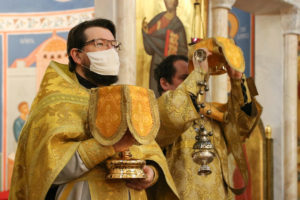 В Неделю 30-ю по Пятидесятнице первый проректор семинарии совершил Литургию в храме Воскресения Христова города Витебска