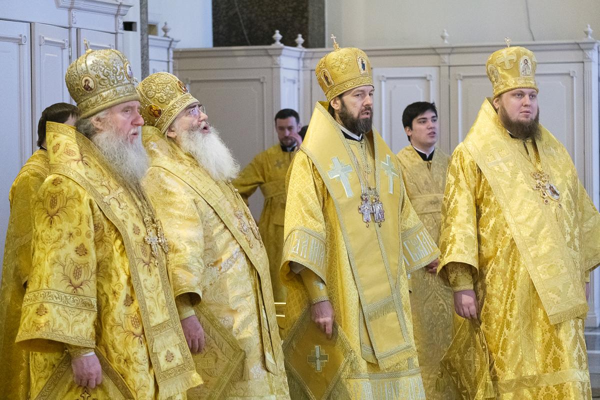 Ректор семинарии сослужил митрополиту Санкт-Петербургскому и Ладожскому Варсонофию в Казанском кафедральном соборе