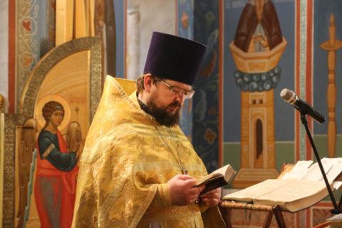 В Неделю 36-ю по Пятидесятнице совершил Божественную литургию в храме Воскресения Христова города Витебска