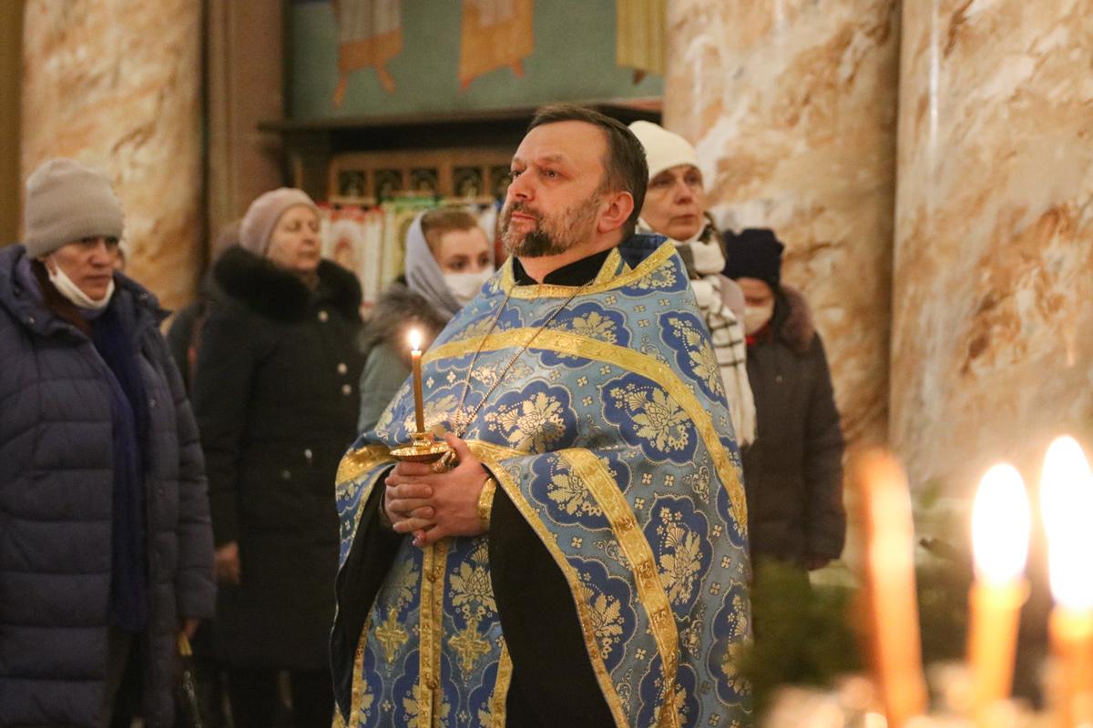 В канун праздника Сретения Господня первый проректор семинарии совершил всенощное бдение в храме Воскресения Христова города Витебска.