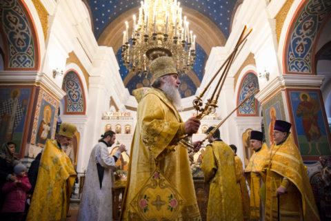 В Неделю сыропустную ректор семинарии совершил Литургию в Свято-Покровском соборе города Витебска