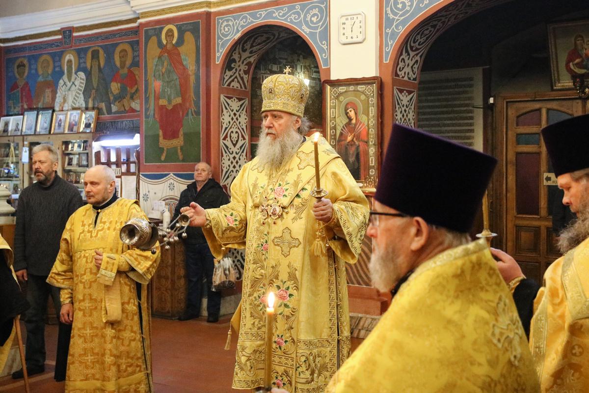 В канун Недели о блудном сыне ректор семинарии совершил всенощное бдение в Свято-Покровском соборе города Витебска