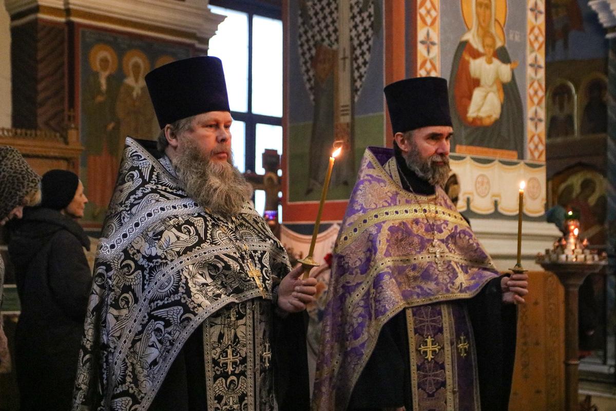 В канун Недели первой Великого поста ректор семинарии совершил всенощное бдение в Свято-Покровском соборе города Витебска