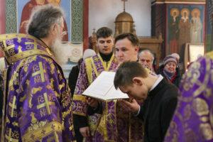 В Неделю первую Великого поста ректор семинарии совершил литургию в Покровском соборе города Витебска