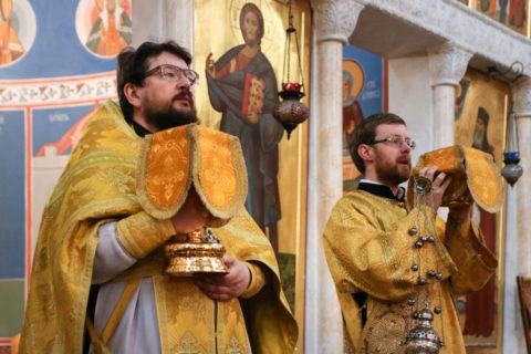 В Неделю о Страшном Суде первый проректор семинарии совершил Литургию в храме Воскресения Христова города Витебска