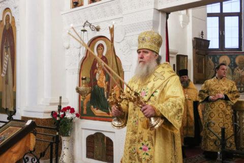 В канун Недели сыропустной ректор семинарии совершил богослужение в Свято-Покровском соборе города Витебска