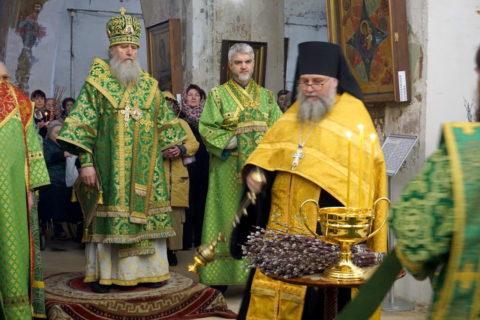 В канун праздника Входа Господня в Иерусалим ректор семинарии совершил всенощное бдение в храме великомученицы Ирины города Москвы