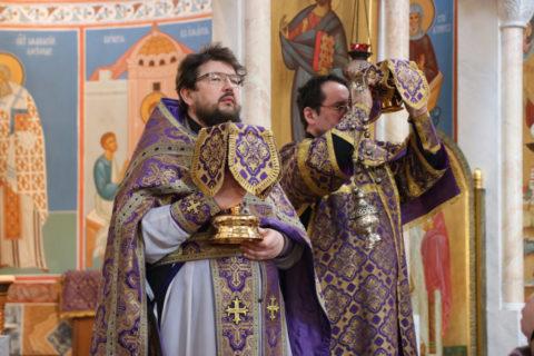 В Неделю Крестопоклонную первый проректор семинарии совершил Литургию в храме Воскресения Христова города Витебска