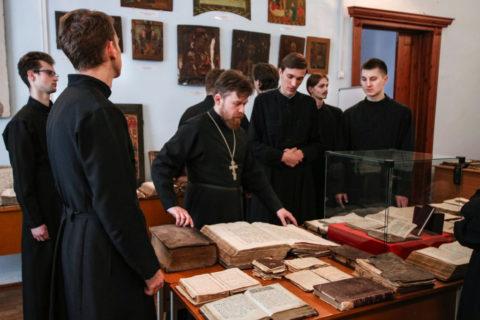 В семинарии прошло мероприятие, посвященное Дню православной книги