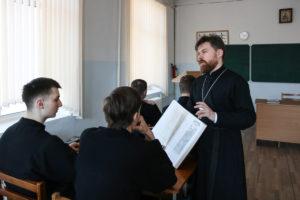 Для студентов 2-го курса была организована презентация 7-го тома иллюстрированной Русской Библии