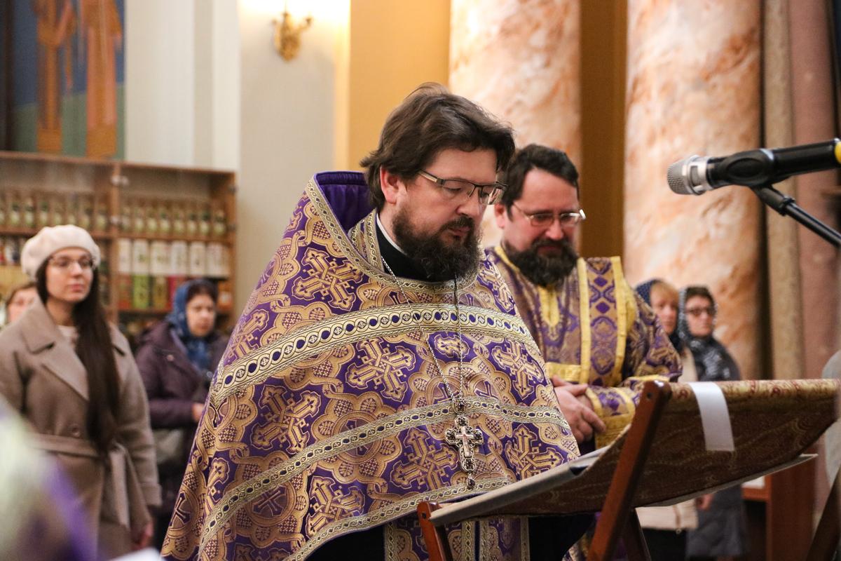 В канун Субботы Акафиста первый проректор семинарии совершил утреню с чтением акафиста Пресвятой Богородице