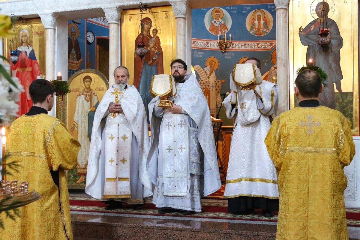 Первый проректор семинарии совершил вечерню с чтением 15 паремий и Литургию в храме Воскресения Христова города Витебска