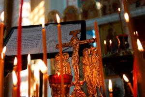 В день Радоницы первый проректор семинарии совершил Литургию и панихиду в храме Воскресения Христова