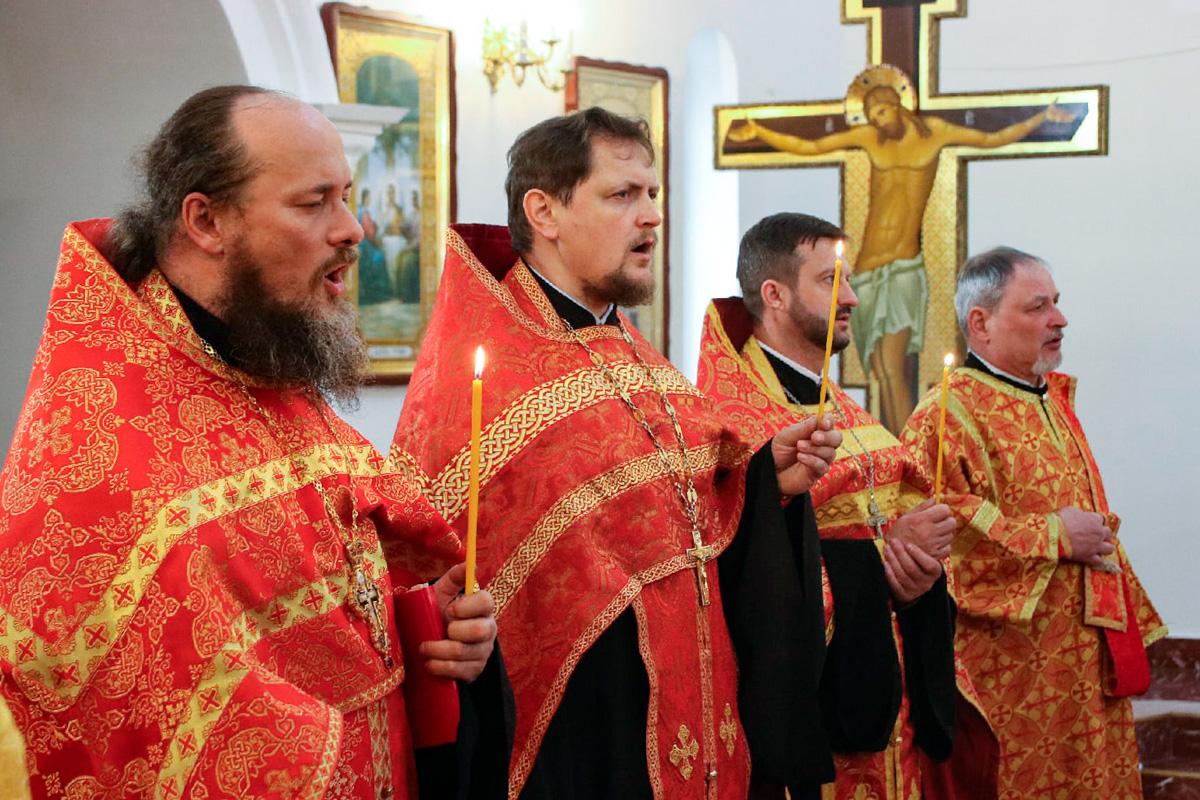 Ректор семинарии совершил Пасхальную вечерню в храме святой блаженной Матроны Московской города Витебска