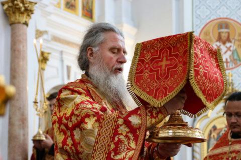 В Неделю 6-ю по Пасхе ректор семинарии совершил Литургию в Свято-Успенском кафедральном соборе города Витебска