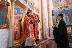 В Неделю 5-ю по Пасхе, первый проректор семинарии совершил Литургию в храме Воскресения Христова города Витебска.