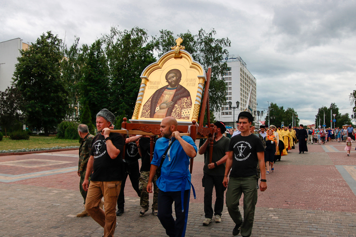 Представители семинарии приняли участие в крестном ходе с мощами святого благоверного князя Александра Невского
