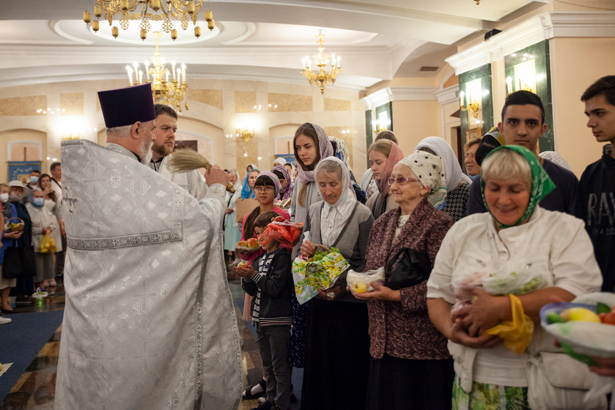 В праздник Преображения Господня преподаватель миссиологии совершил Литургию в одноименном храме города Витебска