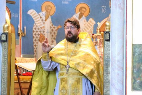 В Неделю 8-ю по Пятидесятнице первый проректор семинарии совершил Литургию в храме Воскресения Христова города Витебска