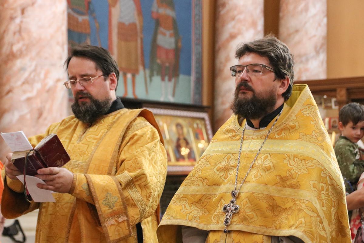 В Неделю 5-ю по Пятидесятнице первый проректор семинарии совершил Литургию в храме Воскресения Христова города Витебска