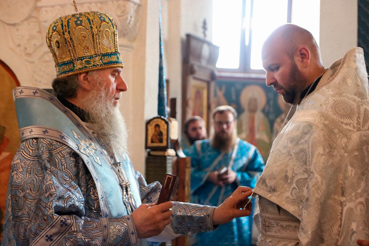 В Неделю 10-ю по Пятидесятнице ректор семинарии совершил Литургию в Свято-Покровском соборе города Витебска