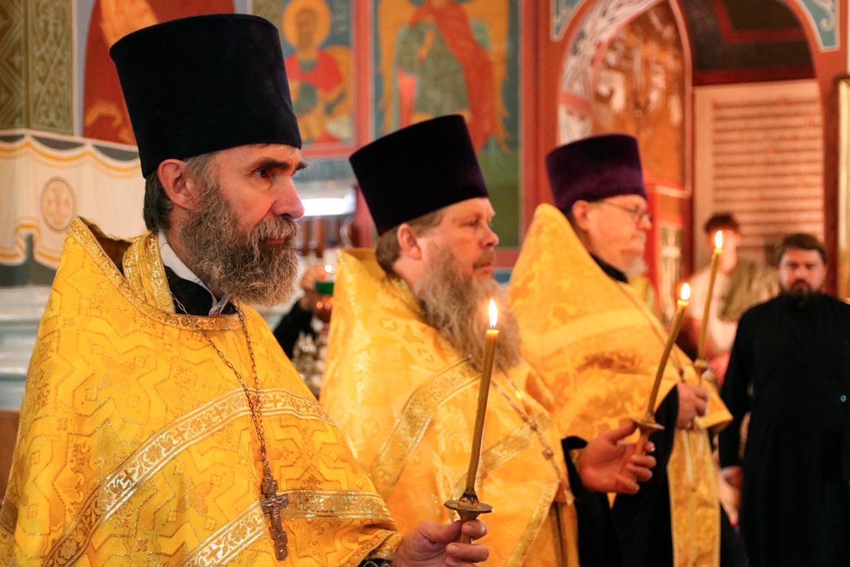 В канун дня памяти святого праведного Серафима Саровского ректор семинарии совершил всенощное бдение в Свято-Покровском соборе города Витебска