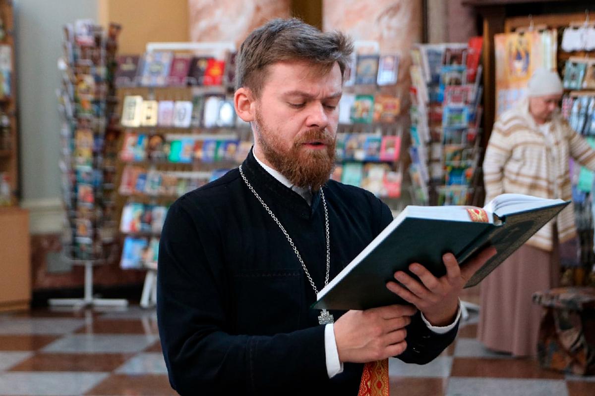 В канун Недели 12-ой по Пятидесятнице первый проректор семинарии совершил всенощное бдение в храме Воскресения Христова города Витебска