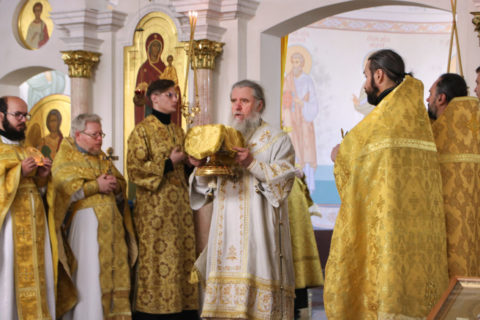 В Неделю 13-ю по Пятидесятнице ректор семинарии совершил Божественную литургию в храме Преображения Господня