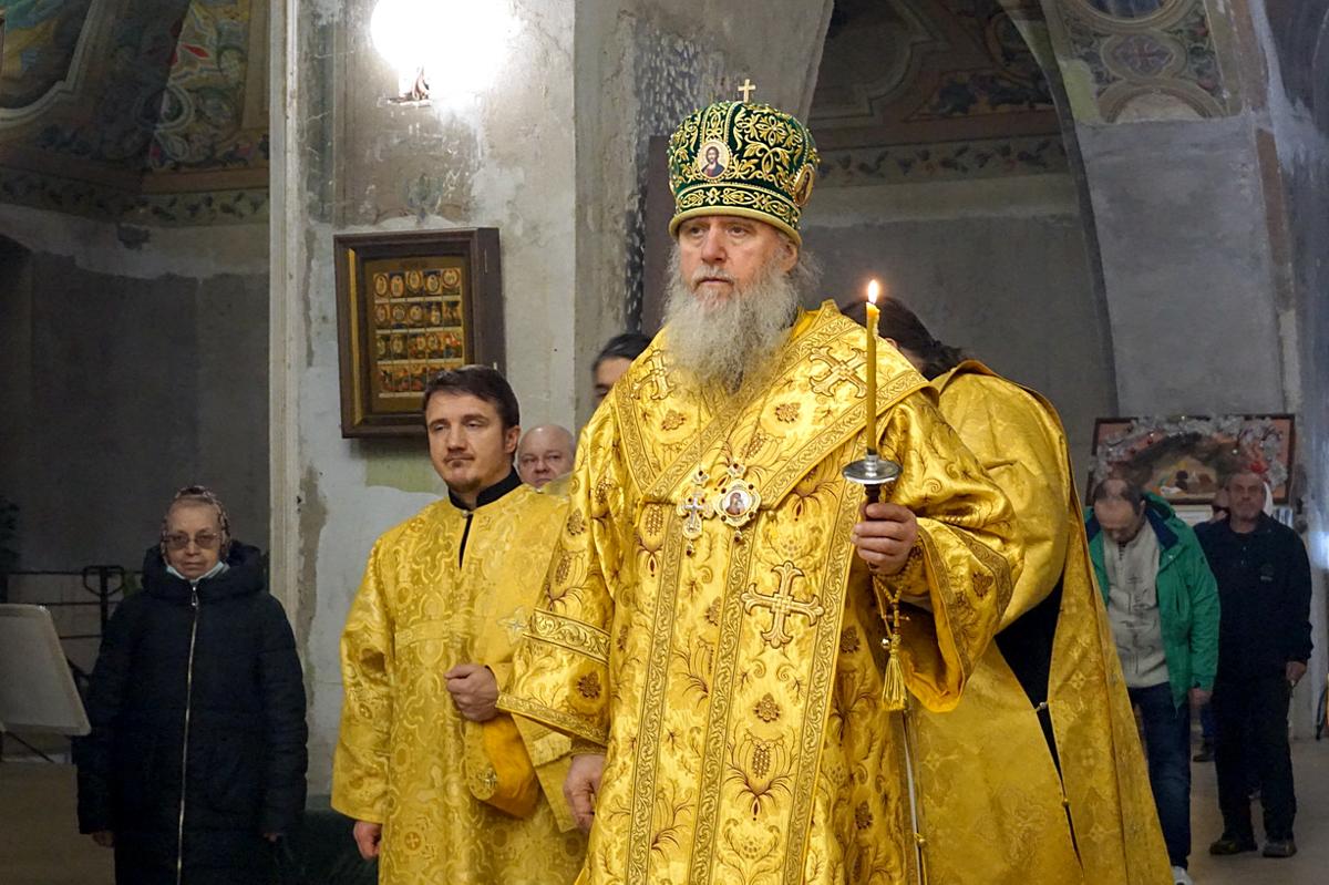 В канун Недели 17-й по Пятидесятнице ректор семинарии совершил всенощное бдение в храме святой великомученицы Ирины