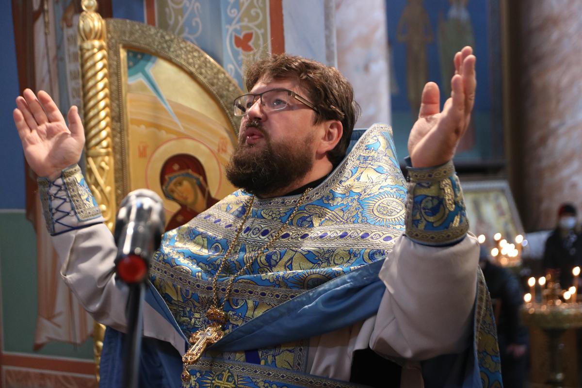 В праздник Покрова Пресвятой Богородицы первый проректор семинарии совершил Литургию в храме Воскресения Христова города Витебска